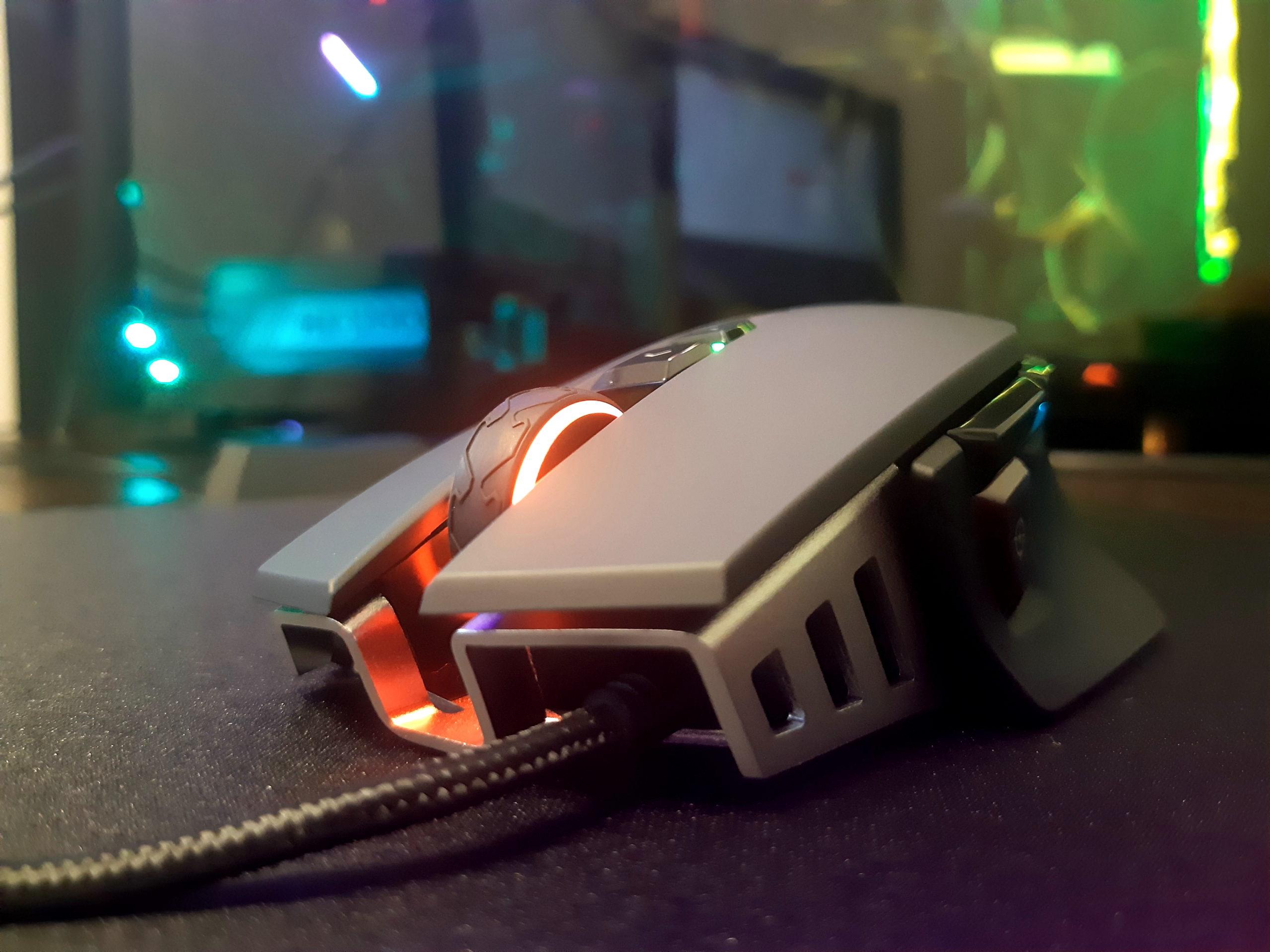 Мышь проводная CORSAIR M65 RGB ELITE на коврике от CORSAIR MM800 RGB Polaris Mouse Pad Cloth Edition
